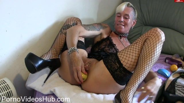 MyDirtyHobby_presents_lady-isabell666_in_Apple_insertion.mp4.00008.jpg