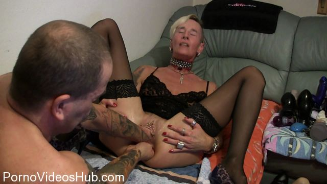 MyDirtyHobby_presents_lady-isabell666_in_Double_fisting.wmv.00003.jpg