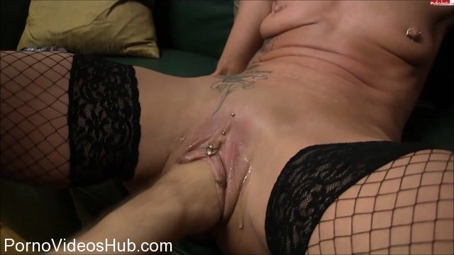 MyDirtyHobby_presents_lady-isabell666_in_Echtes_Uservideo_mit_ML280111_Teil_1.flv.00010.jpg