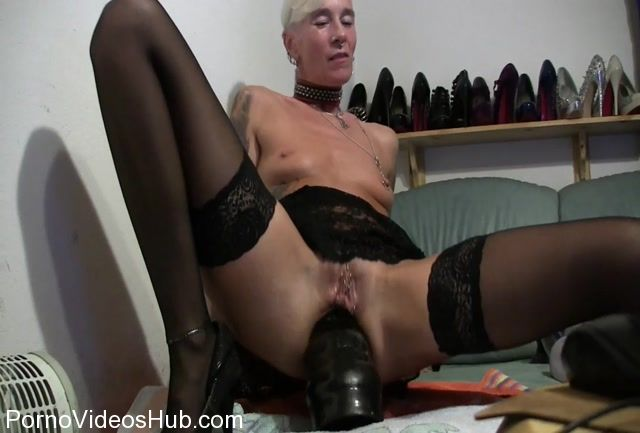 MyDirtyHobby_presents_lady-isabell666_in_Giant_dildo_riding_anal.mp4.00005.jpg