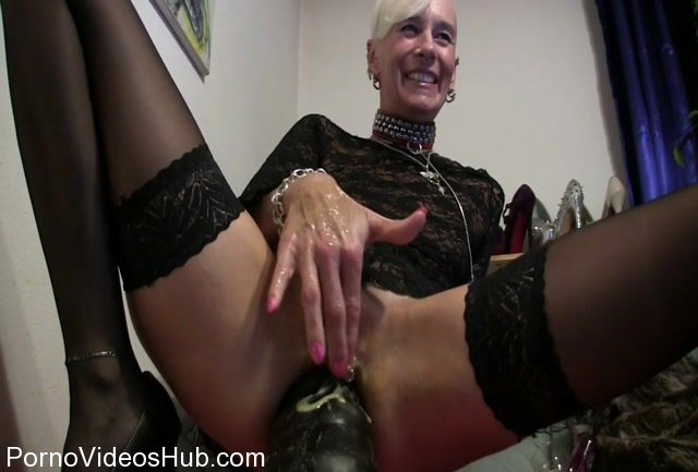 MyDirtyHobby_presents_lady-isabell666_in_eier_verschmierter_monster_im_arsch.mp4.00012.jpg