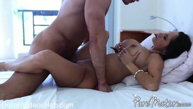Watch Online Porn – PureMature presents Ava Addams in Sidetracked (MP4, SD, 960×540)