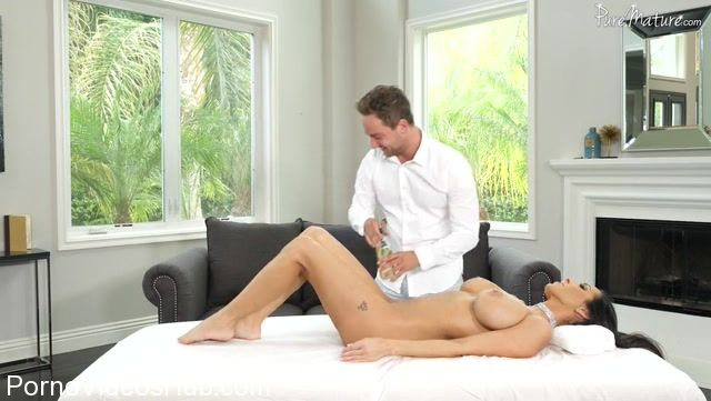 Watch Online Porn – PureMature presents Veronica Rayne in Extramarital Massage – 21.11.2017 (MP4, SD, 852×480)