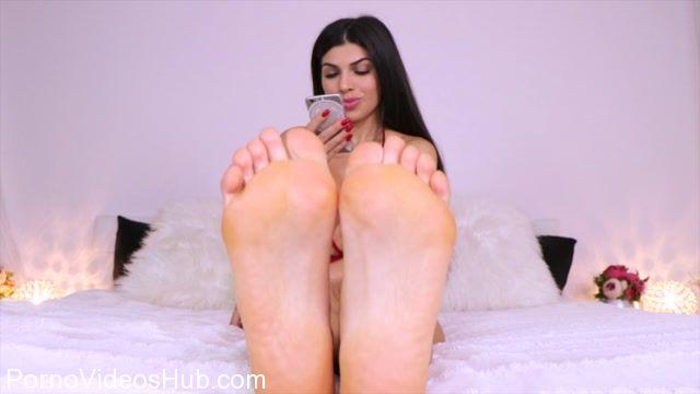 Watch Online Porn – Queen Regina in Step 4 Worship My feet (MP4, HD, 1280×720)