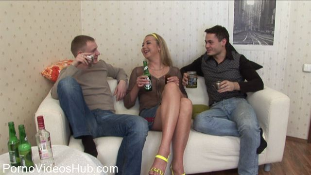RealDrunkenGirls_presents_Drunk_Veronika_1.wmv.00003.jpg