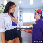 BangBros – MomIsHorny presents Reagan Foxx in Hot MILF For His Birthday – 04.11.2017