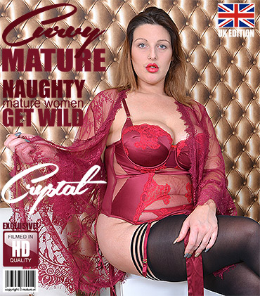 1_Mature.nl_presents_Crystal__EU___30__in_Curvy_British_mom_Crystal_fooling_around_-_01.12.2017.jpg