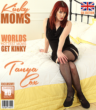 1_Mature.nl_presents_Tanya_Cox__EU___37__in_British_mom_Tanya_Cox_playing_with_herself_-_30.12.2017.jpg