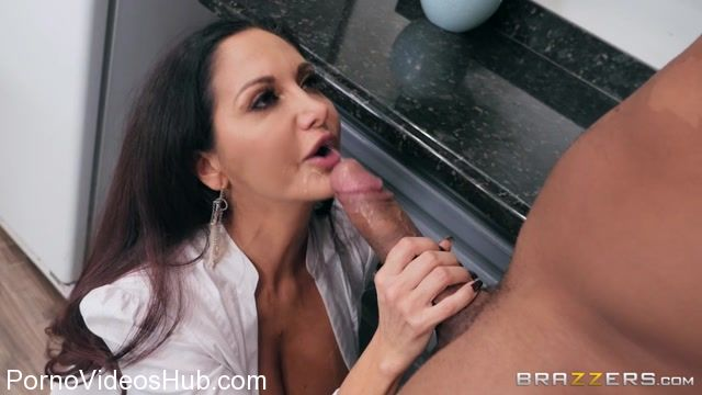 Watch Online Porn – Brazzers – MommyGotBoobs presents Ava Addams in One Strict Mama – 01.12.2017 (MP4, SD, 854×480)