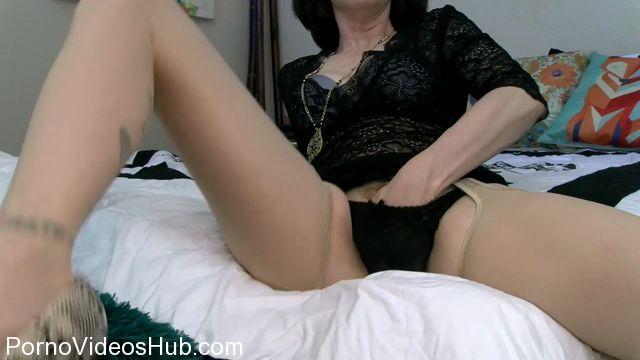 Clips4sale_presents_Mrs_Mischief_in_Moms_Panty_Pervert.mp4.00013.jpg