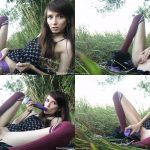 ManyVids Webcams Video presents Girl ihatethebeach in Field Nympho