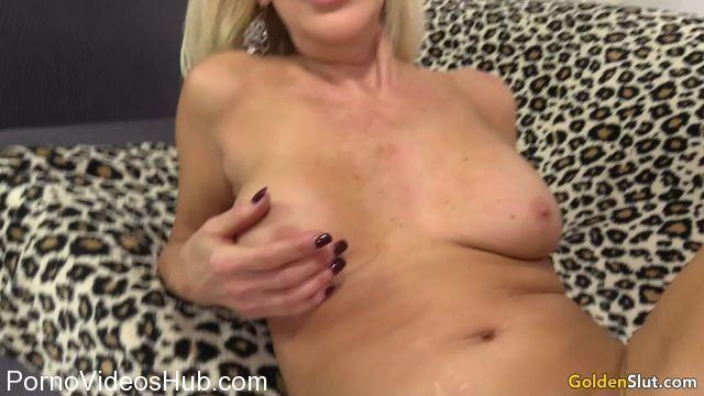 Watch Online Porn – GoldenSlut presents Erica Lauren (MP4, SD, 854×480)