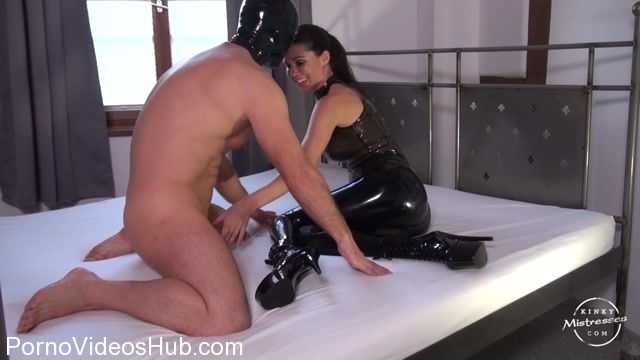 Kinky_Mistresses_presents_Mistress_Susi_in_Latex_Worship_on_the_Bed.mp4.00005.jpg