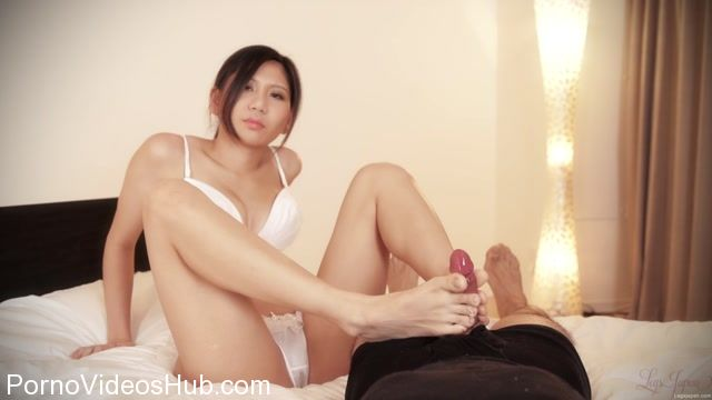LegsJapan_presents_Aiku_Kisaragi_in_Footjob_on_the_Bed.mp4.00009.jpg