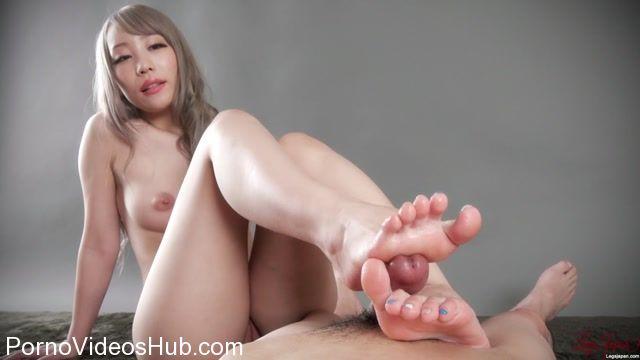 Watch Online Porn – LegsJapan presents Airi Mashiro in Nude Footjob (MP4, FullHD, 1920×1080)