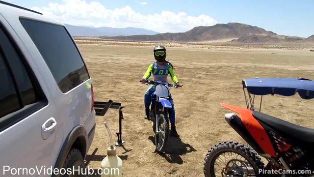ManyVids_Webcams_Video_presents_Girl_FitPrincess_in_Dirt_bikes_and_Blowjobs.mp4.00000.jpg