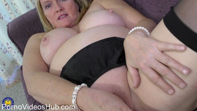 Mature.nl_presents_Antoinette__EU___63__in_British_mature_lady_playing_with_herself_Antoinette_-_26.12.2017.mp4.00015.jpg