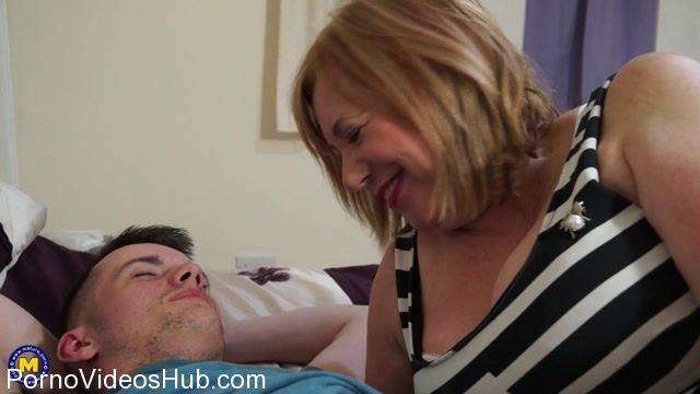 Mature.nl_presents_Auntie_Trisha__EU___62__in_British_chubby_mature_slut_Auntie_Trisha_doing_her_toyboy_-_22.12.2017.mp4.00004.jpg