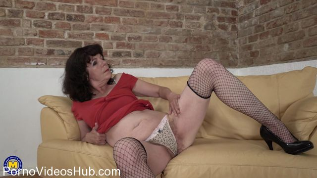 Watch Online Porn – Mature.nl presents Harrietta (55) in hairy housewife getting a naughty shave – 07.12.2017 (MP4, FullHD, 1920×1080)