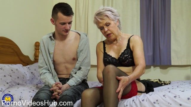 Mature.nl_presents_Lady_Sextasy__EU___64__in_British_mature_slut_Lady_Sextasy_doing_her_toyboy_-_28.12.2017.mp4.00002.jpg