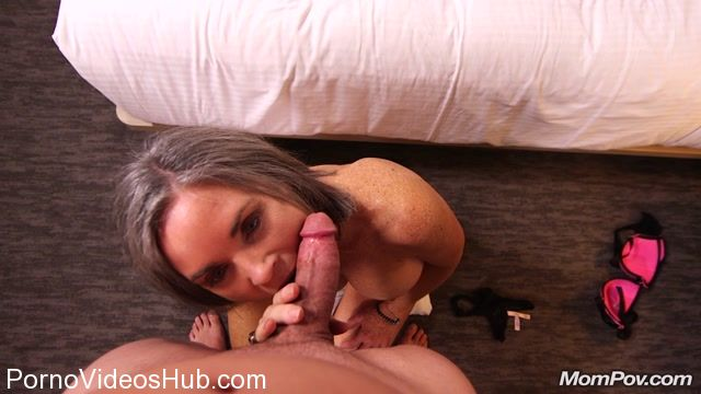 MomPov_presents_Livia_in_Sexy_cougar_trying_porn_-_07.12.2017.mp4.00004.jpg