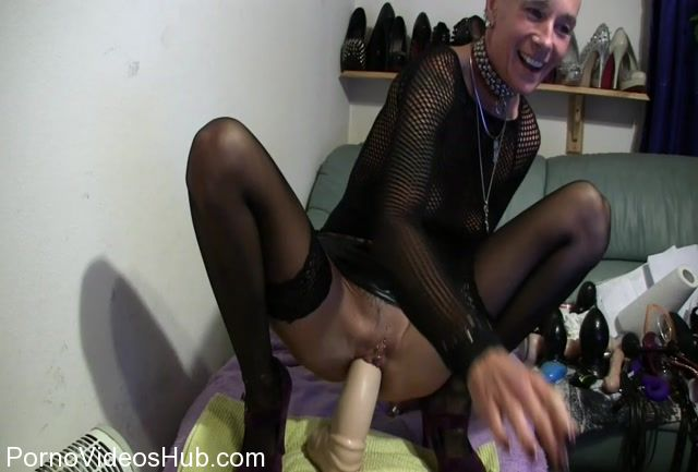 MyDirtyHobby_presents_lady-isabell666_in_Giant_white_dildo_riding.mp4.00013.jpg