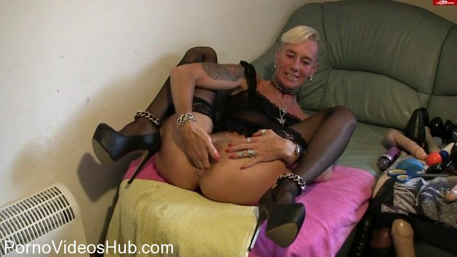 MyDirtyHobby_presents_lady-isabell666_in_Self_fisting_pussy_and_ass.mp4.00002.jpg