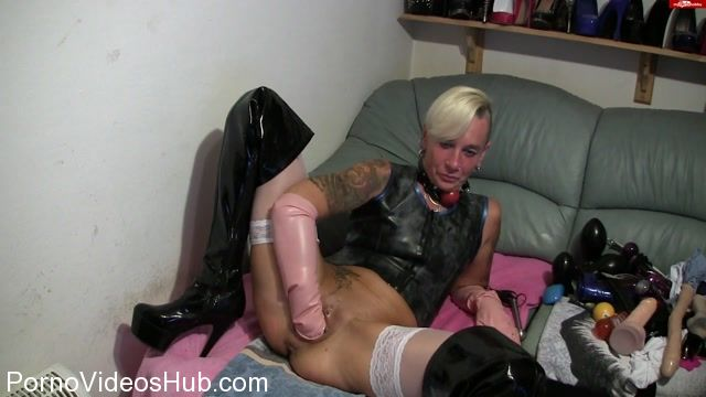 MyDirtyHobby_presents_lady-isabell666_in_Self_pussy_fisting_with_anal_plug.mp4.00011.jpg