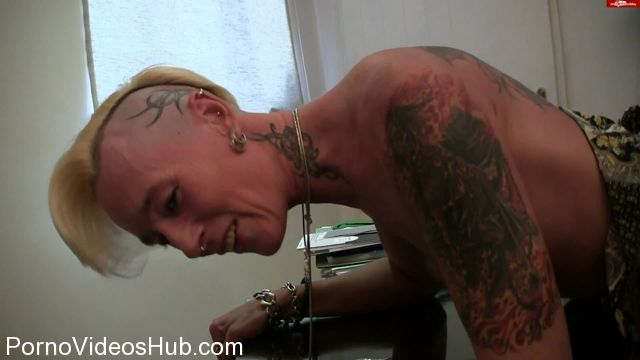 MyDirtyHobby_presents_lady-isabell666_in_Spanking_and_fisting_over_a_table.wmv.00003.jpg