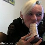 MyDirtyHobby presents lady-isabell666 in kake eat, eat in a puke bowl