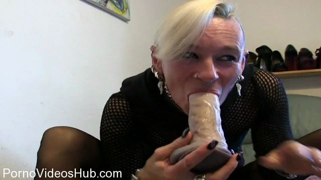 MyDirtyHobby_presents_lady-isabell666_in_kake_eat__eat_in_a_puke_bowl.wmv.00010.jpg
