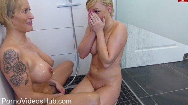 Heiße Lesben In Dusche