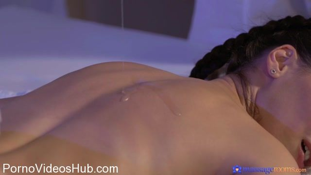 Watch Online Porn – SexyHub – MassageRooms presents Lilu Moon aka Lilu4u in Sexy brunettes squirting orgasms – 06.12.2017 (MP4, SD, 854×480)