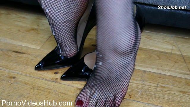 Watch Online Porn – Shiny Shoejobs presents Louboutin Fishnet Masturbation (MP4, HD, 1280×720)