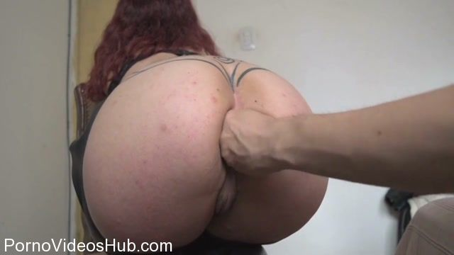 Slave girl lick pussy
