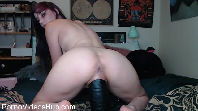 SicFlics_presents_Molly_stretches_her_XL_pussy_-_13.12.2017.mp4.00013.jpg