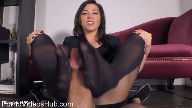 The_Wolfe_Sole_Experience_presents_Pantyhose_Footjob_For_The_Job_and_Your_Salary.mp4.00012.jpg
