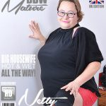 Mature.nl presents Netty (EU) (42) in British big mature lady Netty fingering herself – 01.01.2018