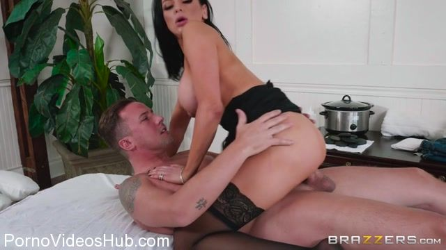 Watch Online Porn – Brazzers – DirtyMasseur presents Audrey Bitoni in Lets Get Physical (Therapy) – 02.01.2018 (MP4, SD, 854×480)
