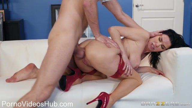 Watch Online Porn – Brazzers – MilfsLikeItBig presents Veronica Avluv in The Lusty Landlady – 16.01.2018 (MP4, SD, 854×480)