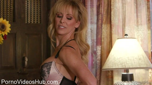 GirlsWay_-_MommysGirl_presents_Cherie_DeVille__Kenna_James_in_Caught_With_My_Remote_-_27.01.2018.mp4.00000.jpg