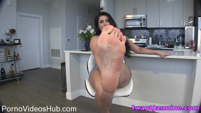 Goddess_Jasmine_Mendez_in_Weak_for_Soft_Soles.mp4.00010.jpg