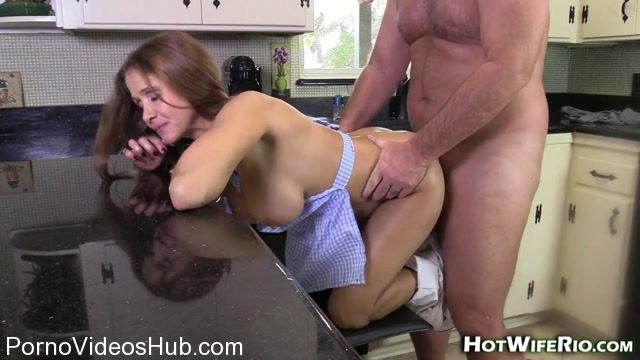 Hotwiferio_presents_Rio_Blaze_in_HOT_MILF_IN_THE_KITCHEN_-_13.01.2018.mp4.00013.jpg
