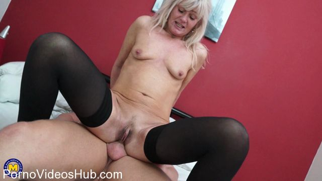 Mature.nl_presents_Ellen_B.__EU___48__in_British_housewife_Ellen_loves_fucking_and_sucking_her_toyboy_-_19.01.2018.mp4.00009.jpg