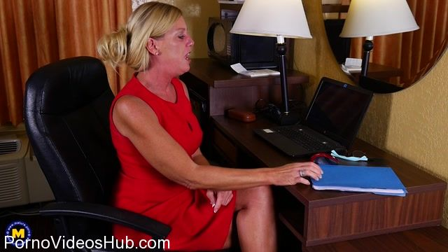 Watch Online Porn – Mature.nl presents Liz Summers (52) in American housewife Liz playing with herself – 10.01.2018 (MP4, FullHD, 1920×1080)