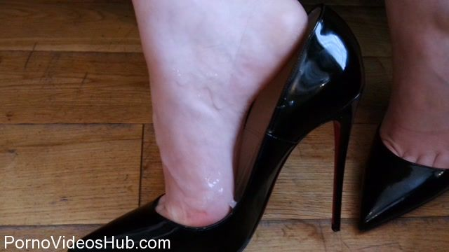 Watch Online Porn – Shiny Shoejobs presents Louboutin So Kate Shoejob (MP4, HD, 1280×720)