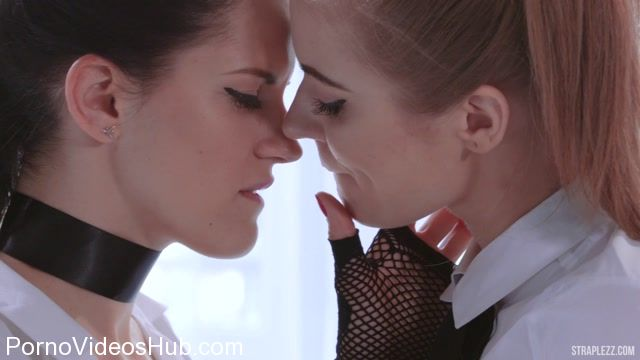 StraplessDildo_presents_Merry_Pie__Mia_in_Latex_and_Fishnets_-_29.01.2018.mp4.00000.jpg
