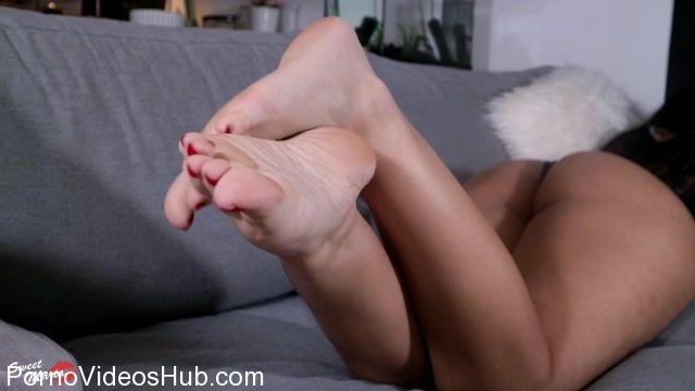 Watch Online Porn – Sweet Maria in Foot fetish ignore (MP4, FullHD, 1920×1080)