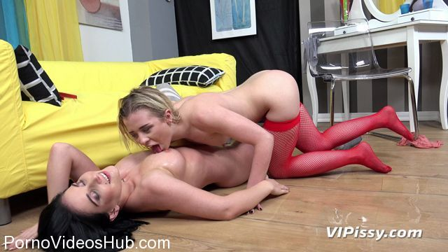 VIPissy_presents_Anna_Ray___Lucia_Denvile_in_Piss_Fight__Better_Idea__-_29.01.2018.mp4.00009.jpg