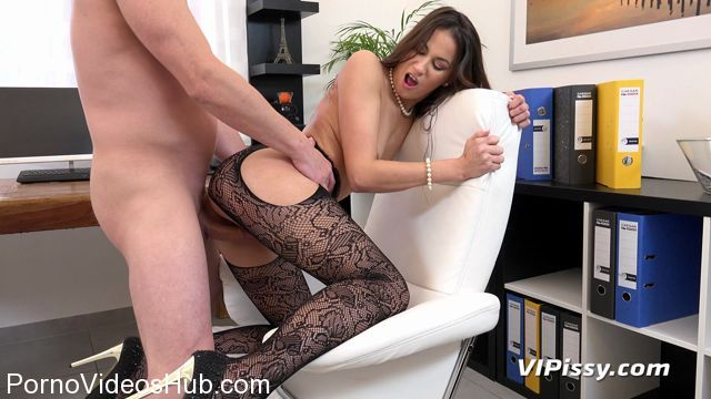 Watch Online Porn – VIPissy presents Yenna in The Best Secretary – 15.01.2018 (MP4, FullHD, 1920×1080)